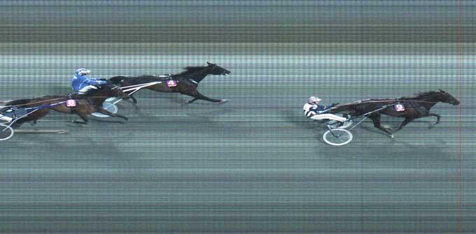 Paw Mahony med Våsterbo Real High vinder sikkert foran Bo Westergaard med Adam W.