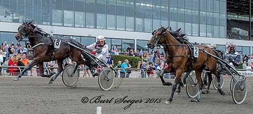 Viking Olympic med Bent Svendsen, der overraskende vandt foran staldkammaretaen WinWin Boy med Christian Lindhardt  skal vælge først.