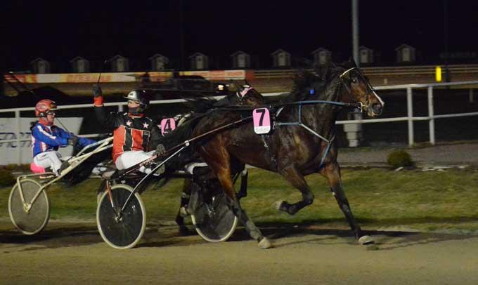 White Nose med Andrea Andreasson vinder sikkert for anden gang i træk. Foto Kjeld Hedvall.