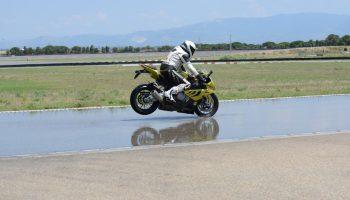 Motorrad auf Rennstrecke