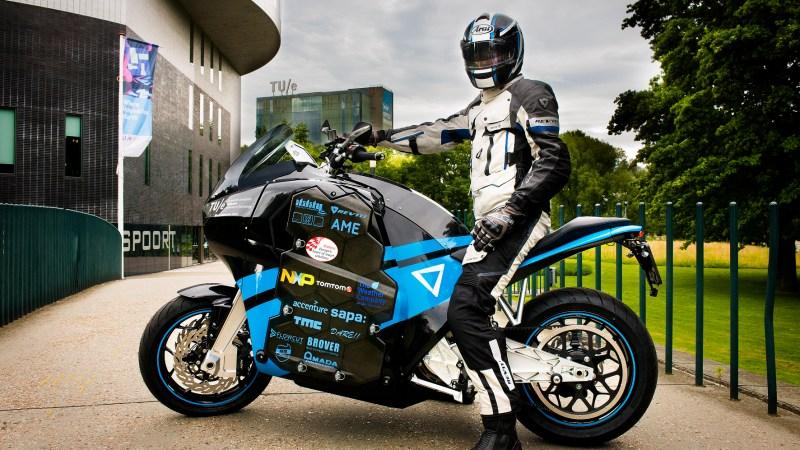 tudenten der Universität Eindhoven haben zwei Elektromotorräder gebaut, die in 80 Tagen die Welt umrunden sollen. © Eindhoven University of Technology/TRD Pressedienst