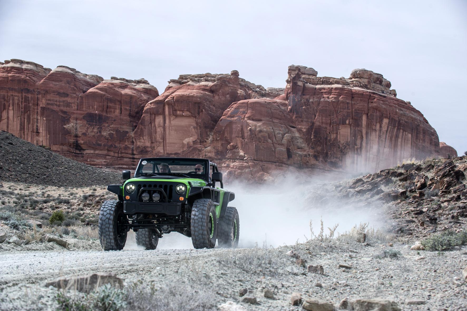 Giftgrüner Bigfoot Jeep als Symbol der Freiheit