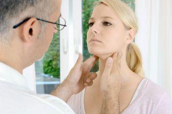 Kopf-Hals-Krebs ist in frühen Stadien nur schwer von anderen Beschwerden zu unterscheiden.