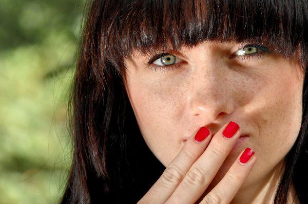 Mundgeruch: Oft ist die Zunge die Wurzel des Übels