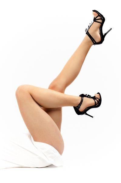 Sexy Frauenbeine: Mit dem Laser geht es Besenreisern an den Kragen