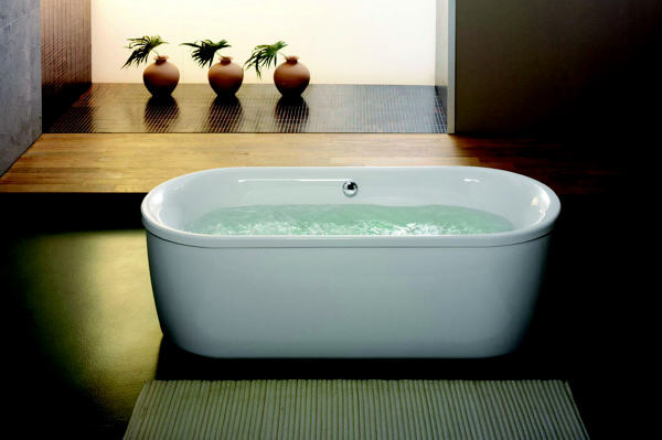 Die Badewanne, immer mehr ein exklusiver Ort, um sich nach einem langen Arbeitstag zu entspannen. Sanitop Wingenroth / TRD Bauen und Wohnen