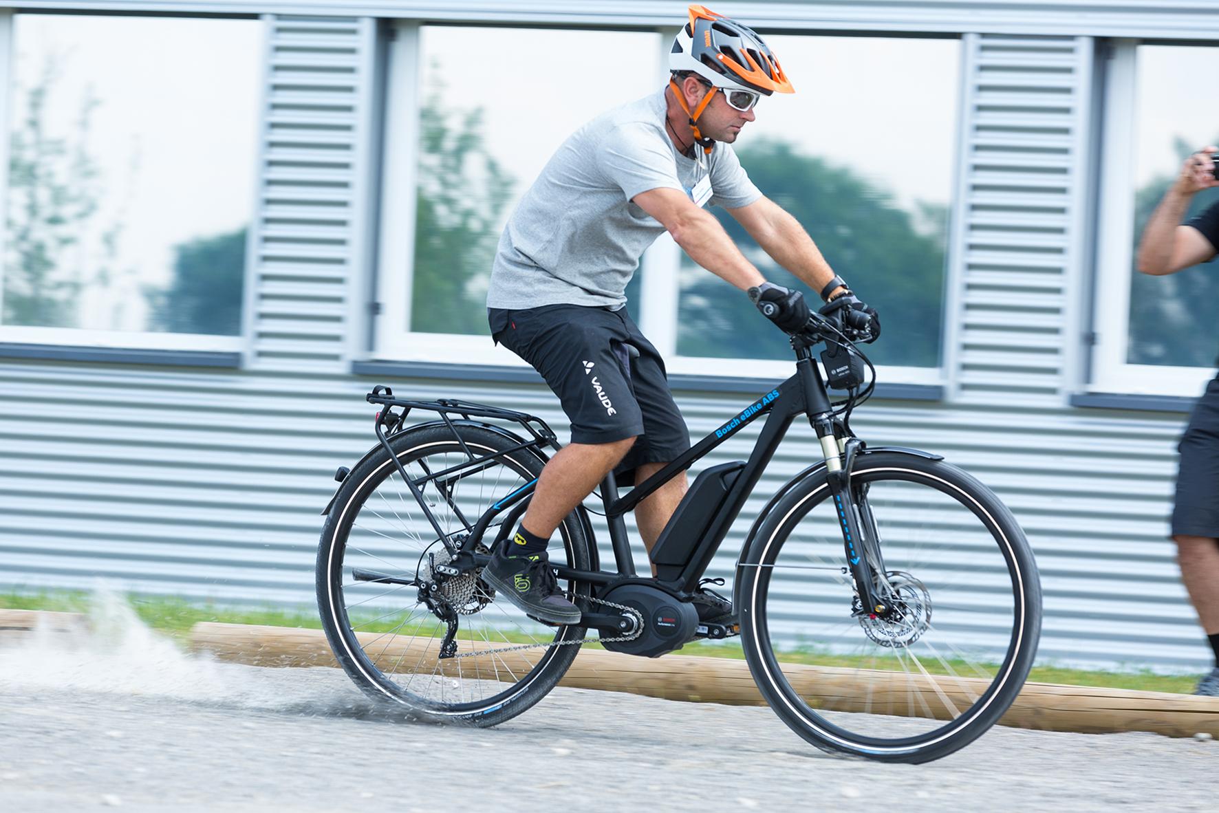 E-Bikes mit ABS: Immer schön in der Spur bleiben