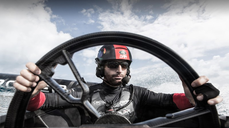 teuermann: Sir Ben Ainslie führt sein Team Land Rover BAR beim America's Cup. © Jaguar Land Rover / TRD