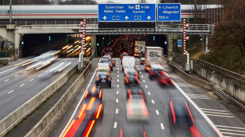 Mit Bedacht in die Röhre: Bei Tunnel-Durchfahrten müssen Autofahrer einige Spielregeln beachten. © TÜV Rheinland /TRD Blog News Portal