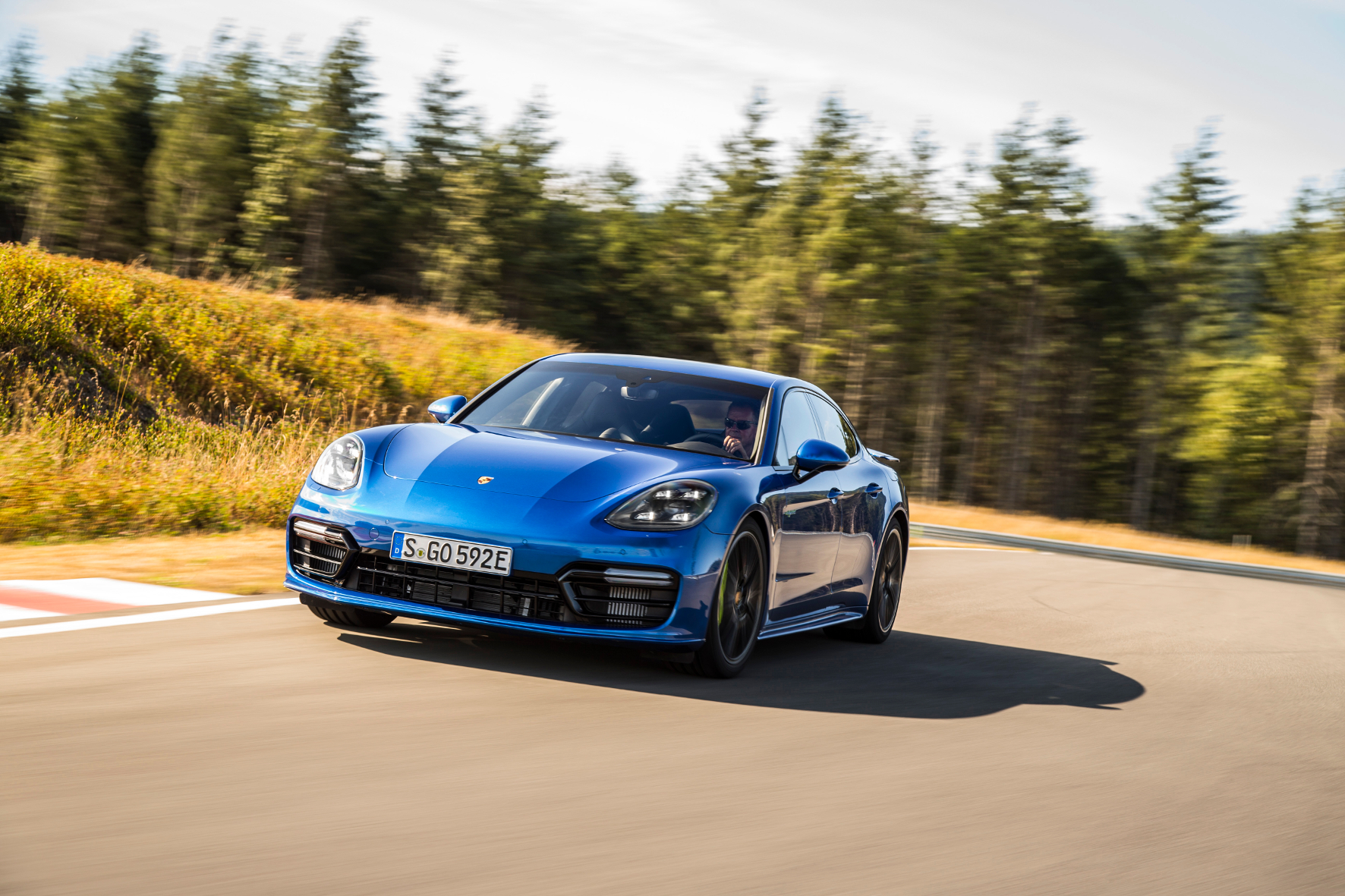 Topmodell: Panamera E-Hybrid von Porsche mit elektrischem Leistungskit