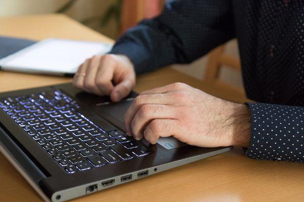 Privatsphäre: Eingeschränkt und bewusst im Internet bewegen