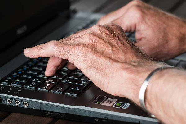 Armes Deutschland: Rentner malochen noch im Ruhestand