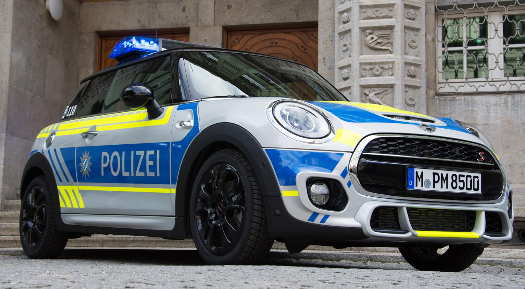 Bayerischer Polizeiwagen als PR-Objekt