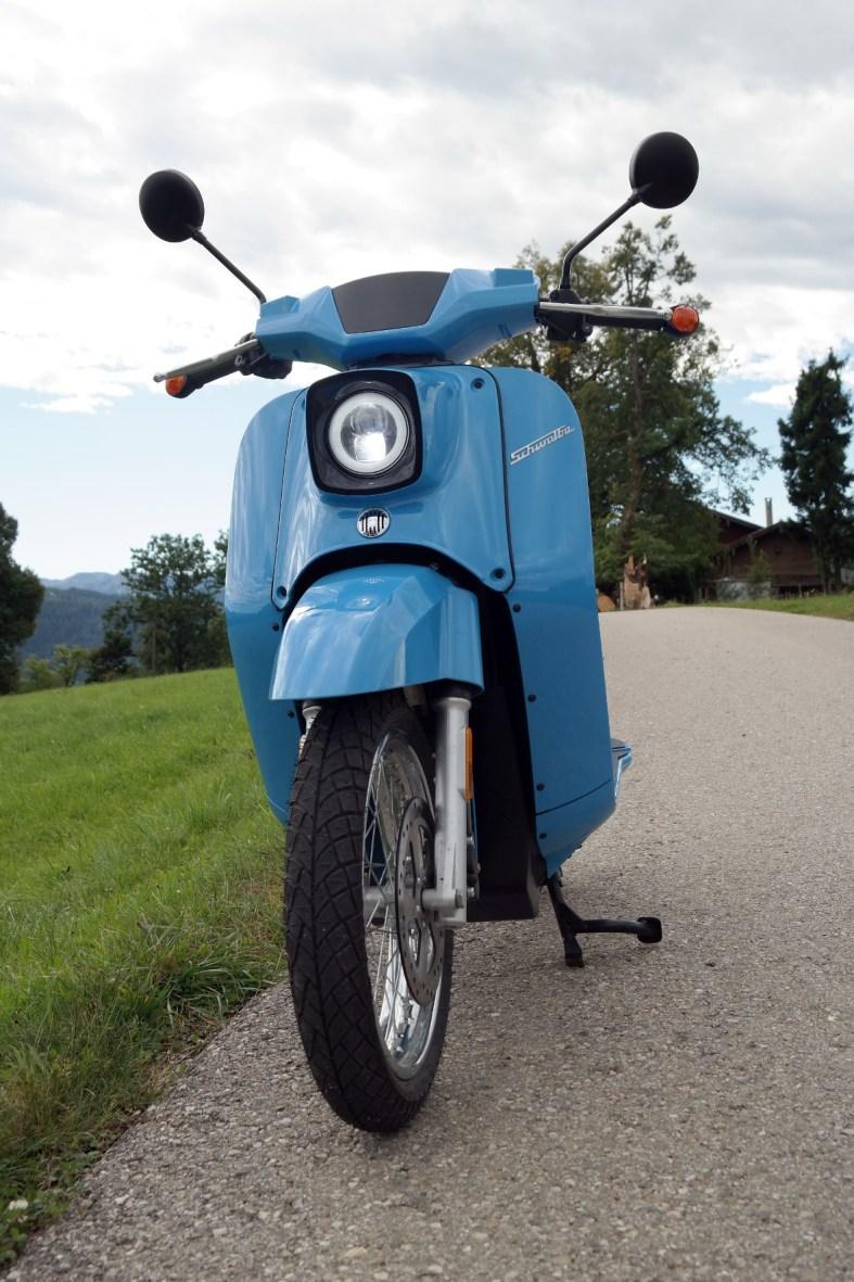 """Diese Lackierung bezeichnet Hersteller Govecs als """"Lichtblau"""". © Rudolf Huber/mid TRDmobil"""