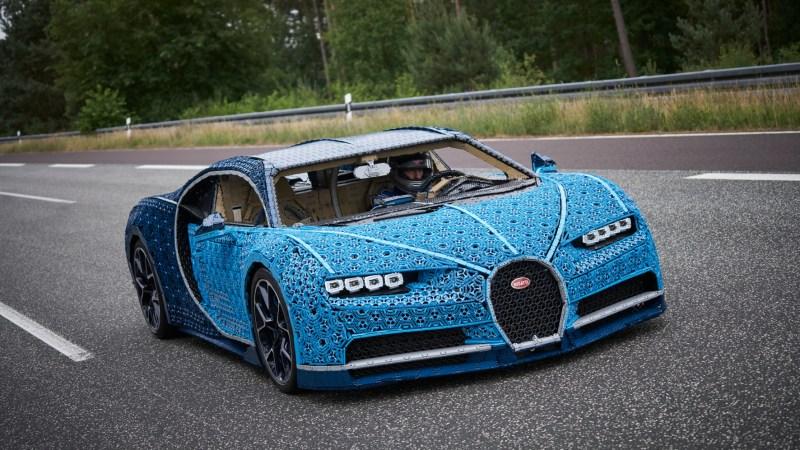 Im tonenschweren Lego-Bugatti mit 20 Sachen über die Teststrecke