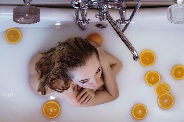 Nach dem Reinigen die Haut eincremen, ohne sie zu überpflegen.