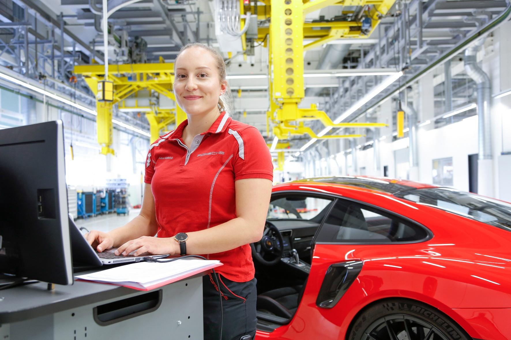 Die Stellenanzeigen der Autobauer setzen auf Praktikanten und Studenten