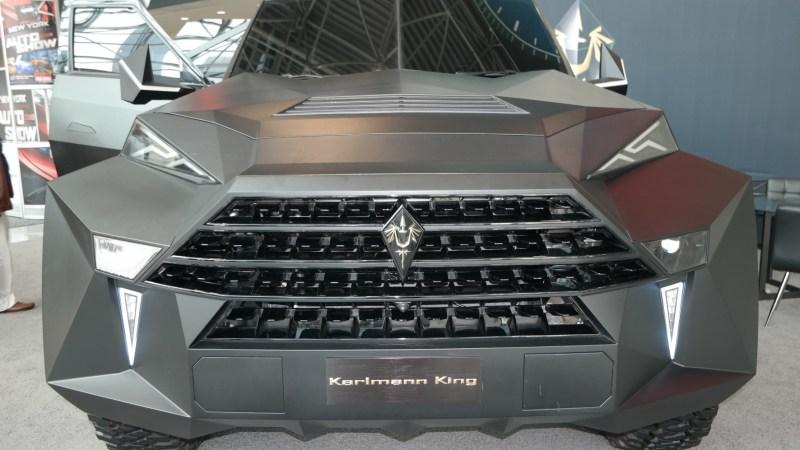 Ein Mega-SUV im Tarnkappen-Bomber Outfit
