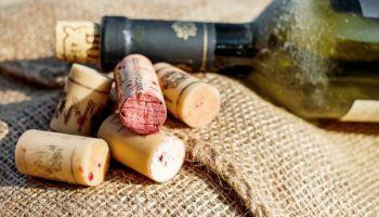 Weinflachse und Korken