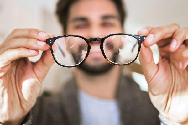 Brillenträger08