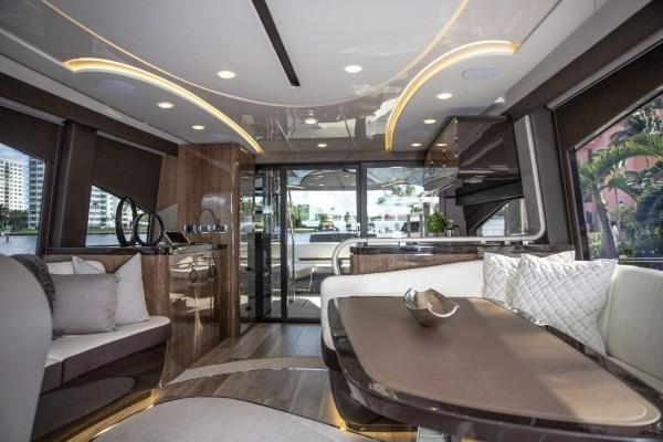 Gastfreundschaft a la Lexus: die gute Stube auf See. © Lexus / TRD mobil</strong>