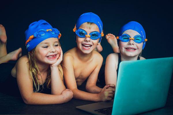 Die digitale Badeanstalt lädt zum Schwimmkurs auf dem Trockenen ein