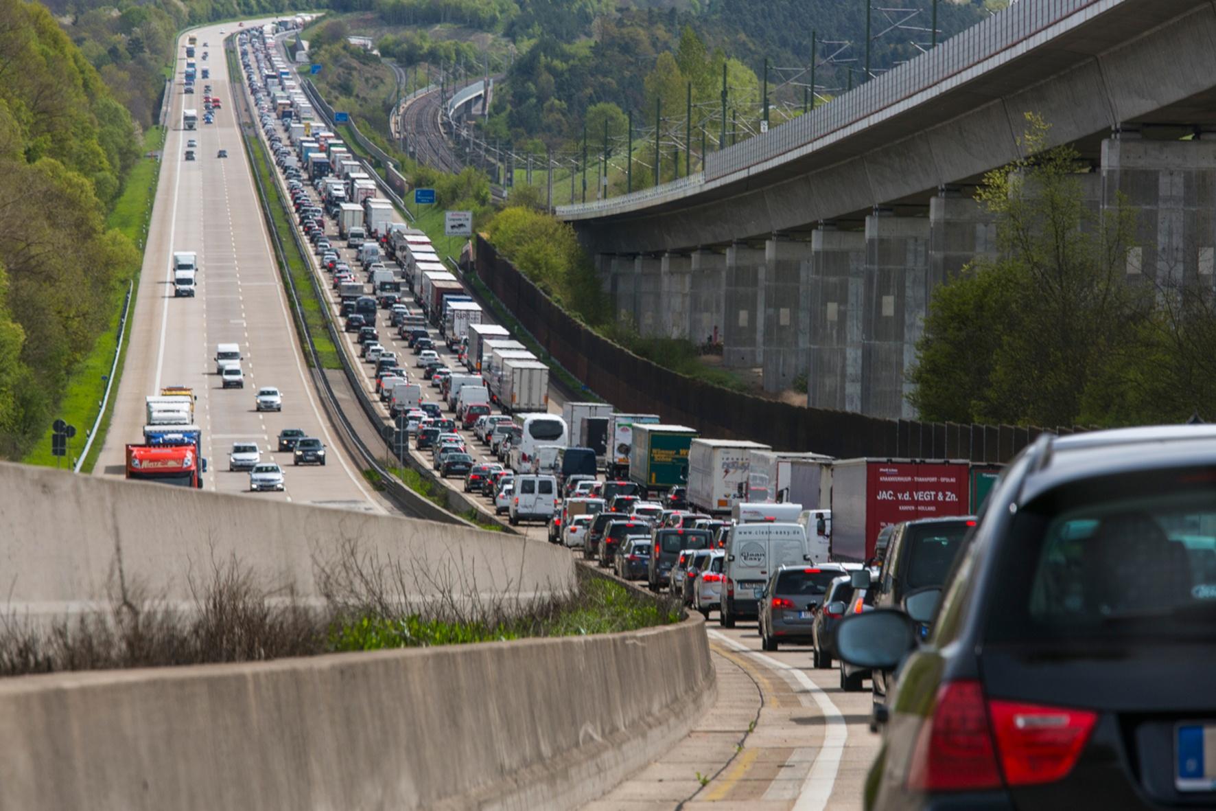 Unfälle können vermieden werden, wenn der Verkehrsfluss verbessert wird