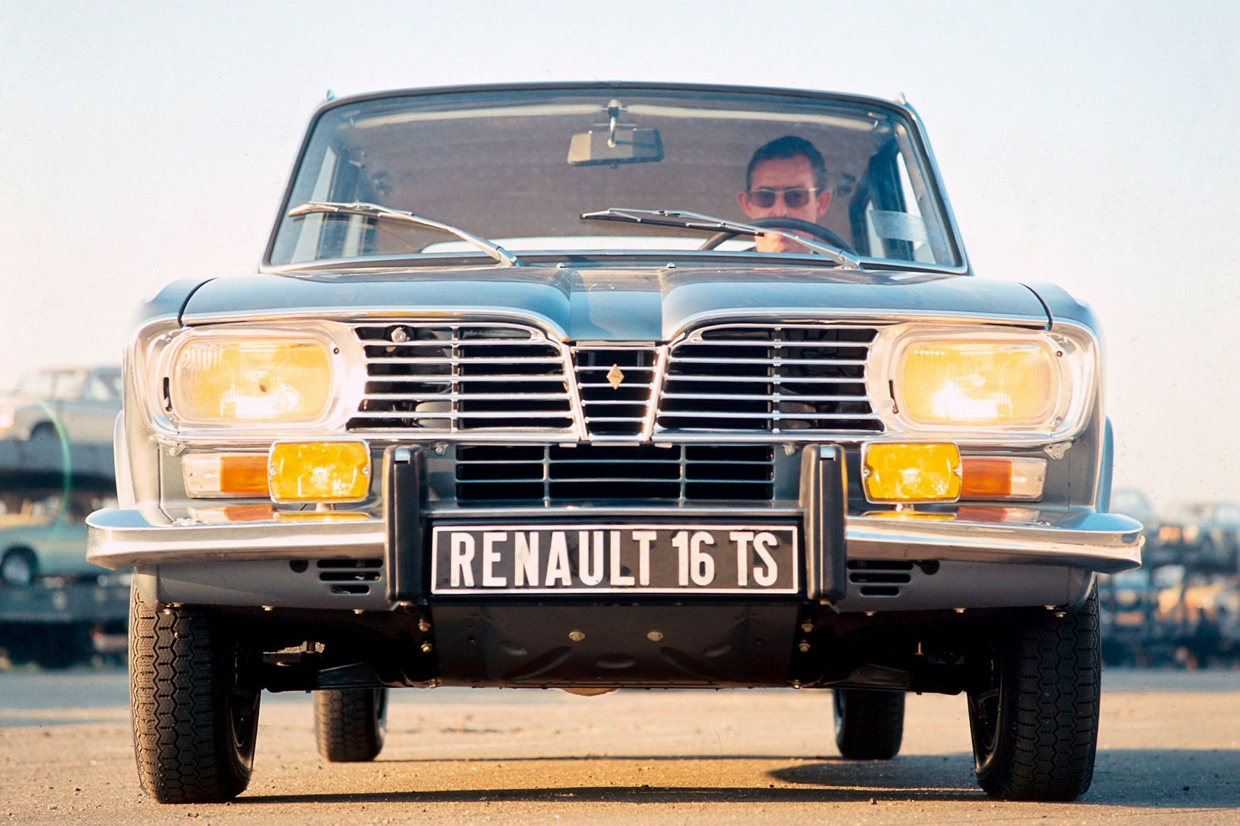 Créateur d'automobiles: Mittelklasse Limousine R 16 feiert Geburtstag