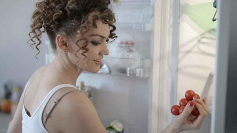 Gut kühlen oder cool surfen? Auf der Skala der beliebtesten Elektrogeräte steht der Kühlschrank ganz oben. TRD/ Bauen und Wohnen Photo by Andrea Piacquadio on Pexels.com