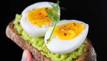 Da Eier eine gute Sättigungswirkung haben, sind sie besonders morgens zum Frühstück sehr wertvoll. TRD/Medical Press Photo by Trang Doan on Pexels.com