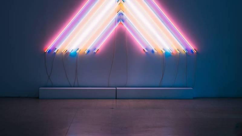 Buchstabe X als Leuchtstoffröhre
