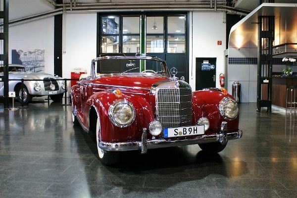 Nur wenige 300 Sc Roadster sind zwischen 1956 und 1958 produziert worden. Heute gehört das Modell zu den meist gesuchten Oldtimern der Marke. © Mirko Stepan/mid /TRD mobil