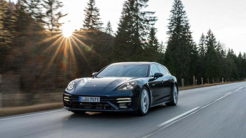 Mit der E-Maschine gleitet der Panamera lautlos dahin. Die 136 Elektro-PS fungieren bei Bedarf aber wie ein zusätzlicher Booster.© Porsche / TRD mobil
