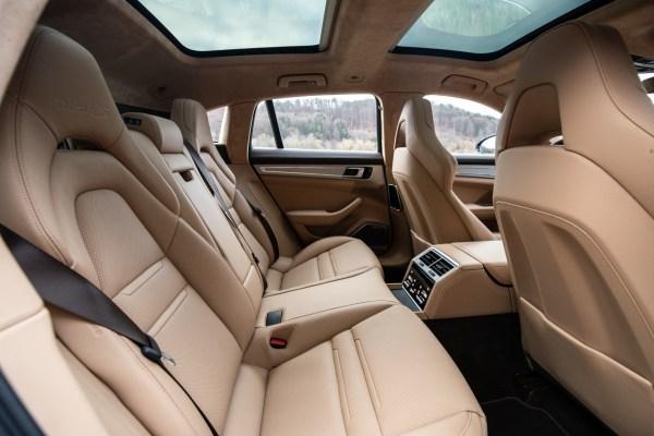 Die hinteren Sitzplätze sind keineswegs die schlechteren. In China dient der Panamera oft auch als Chauffeurs-Limousine. © Porsche / TRD mobil