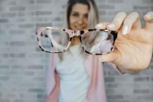 Studie: Mehr als zwei Drittel sind auf eine Brille angewiesen