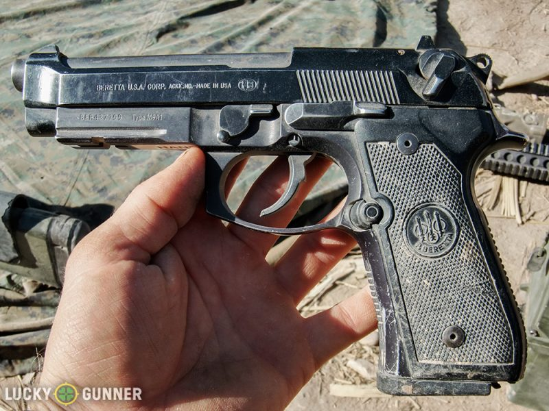 Beretta M9A1 de l'USMC dans son milieu naturel (Image luckygunner.com).