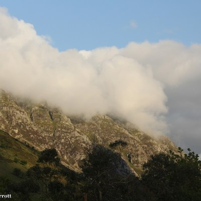 The mist rolls in over the mountains of tNant Ffrancon Pass, Dyffryn Ogwen.