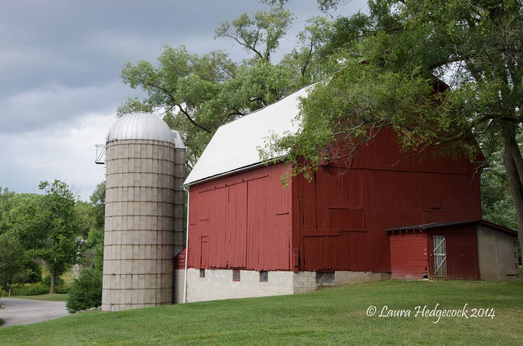Authors photo of a barn in September