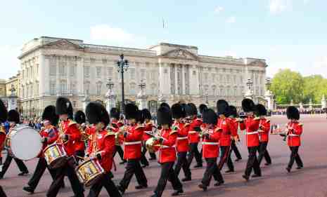 Free things to do in London with kids - watch The Changing of the Guard at Buckingham Palace