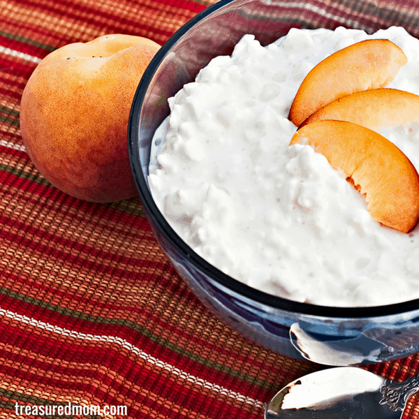 cottage cheese with sliced peaches