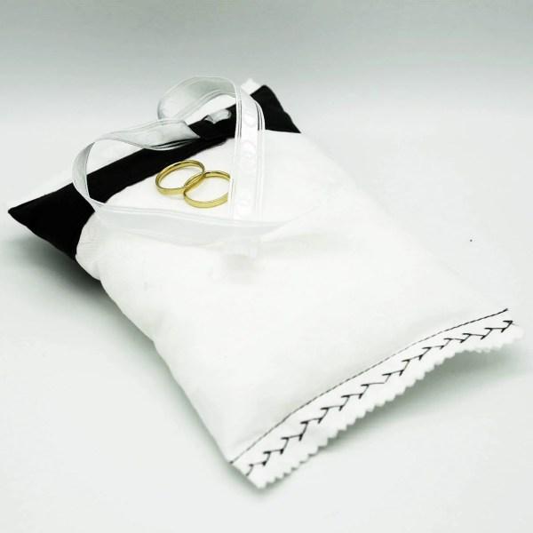 weißes Ringkissen