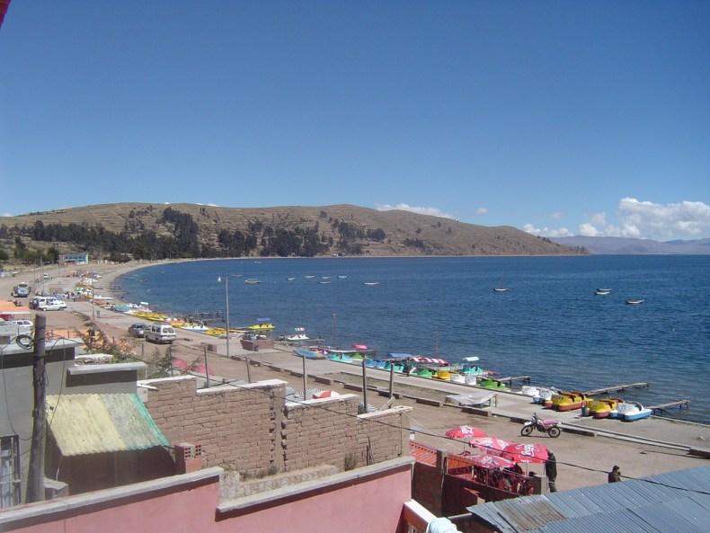 A view of the bay along la Playa de Copacabana.