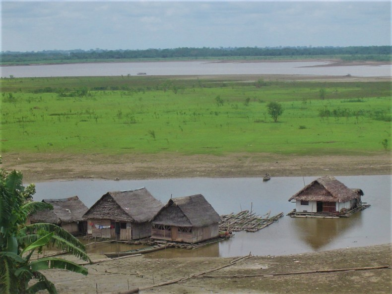 These houses change height with the tide of the Amazon River. These houses float on the river. When the water level rises, so do the houses.