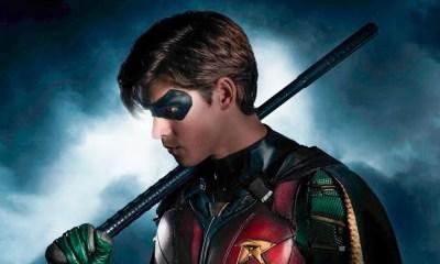 Brenton Thwaites posta foto usando uniforme do Robin da série Titans