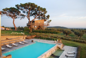 swimming pool of La Piantata Black Cabin Treehouse