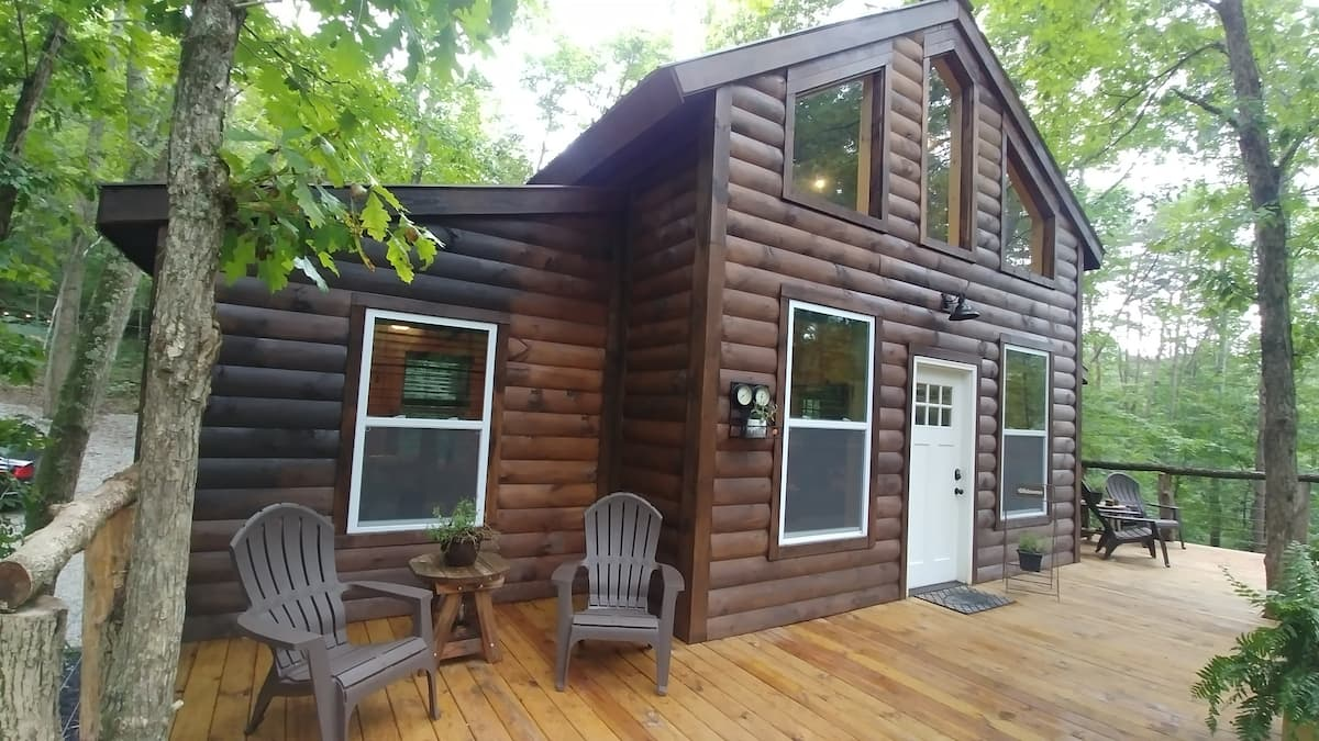 Cozy Treehouse Cabins, Logan Ohio- Hocking Hills
