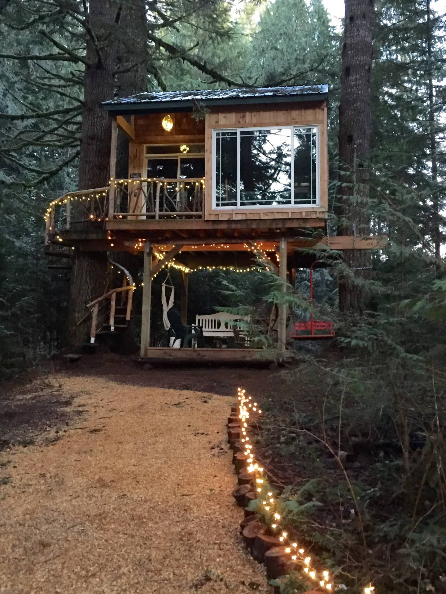 Coolest Treehouses in Oregon
