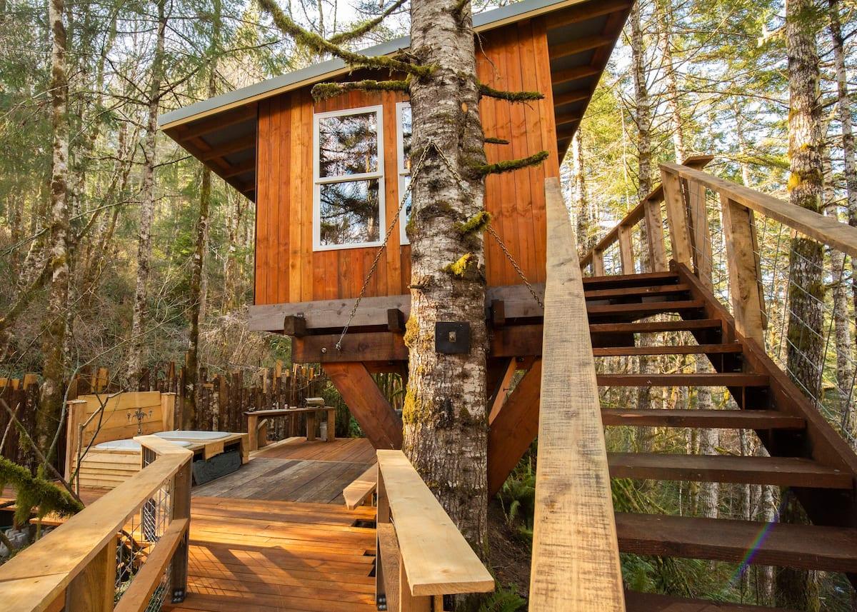 Heartland Treehouse Oregon Airbnb