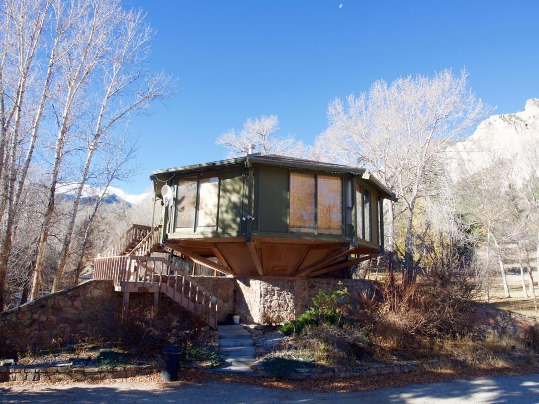 Treehouses in Colorado hot springs
