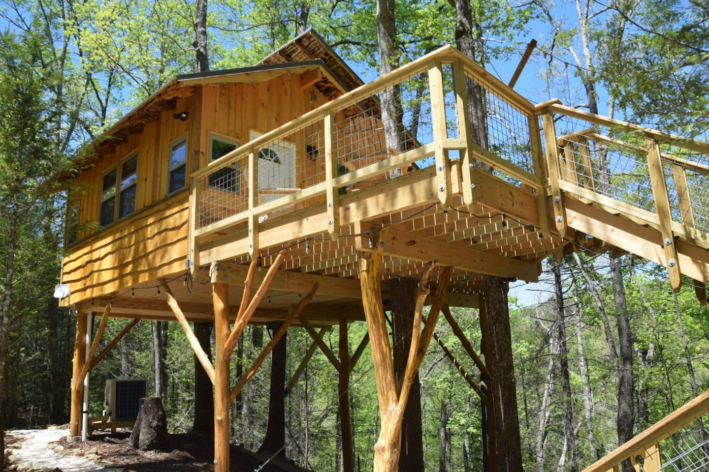 treehouse rentals tennessee 2022